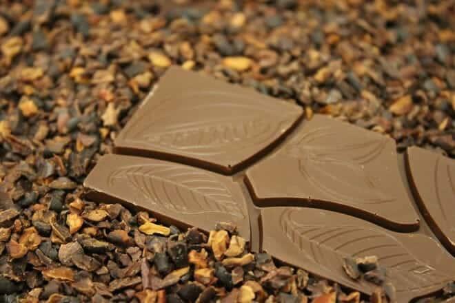 Hành trình biến hạt ca cao thành món chocolate vạn người mê